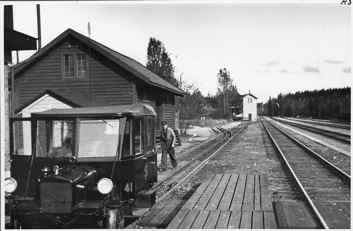 Bangården i Byvalla. Statens Järnvägar, SJ Motordressin 41.