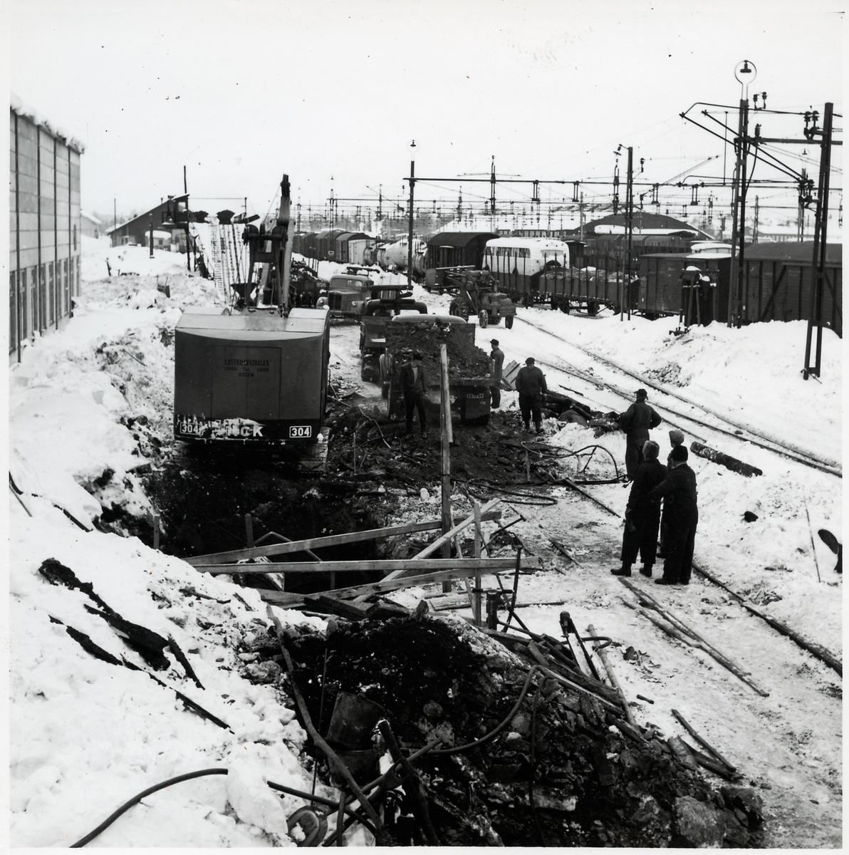 Lokstationen i Boden med grävmaskin 304.