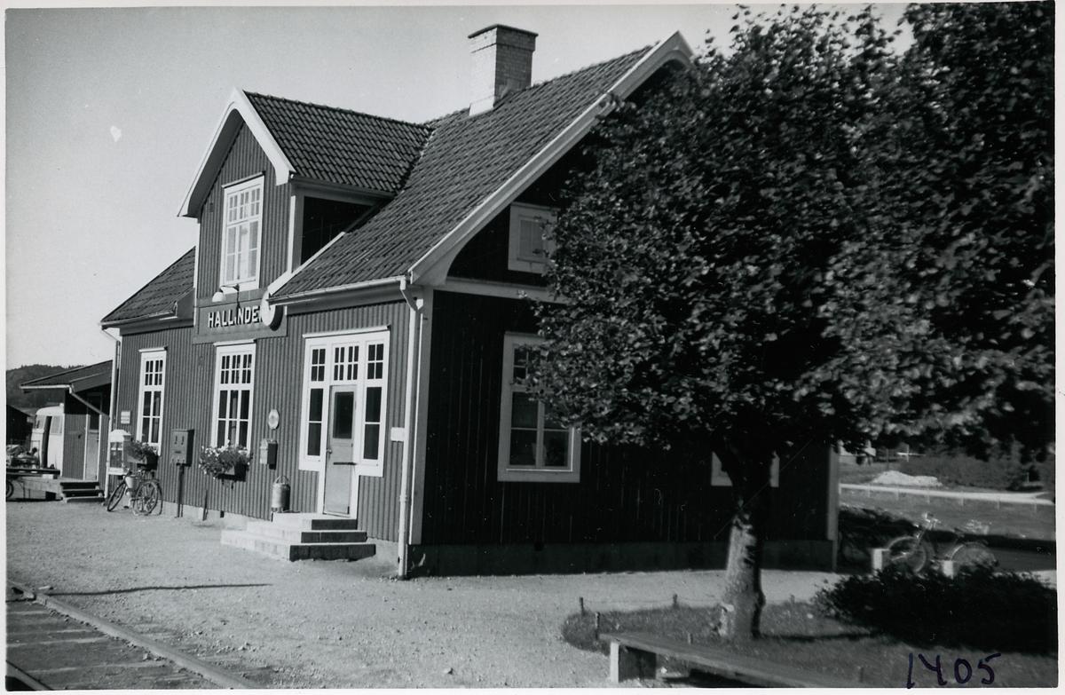 Hallinden station.