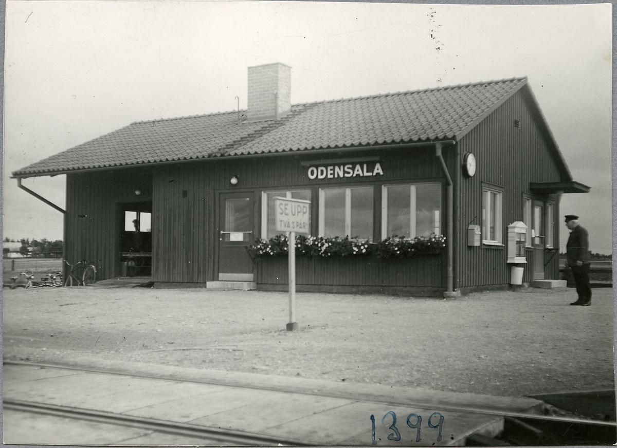Håll- och lastplatsbyggnaden i Odensala.