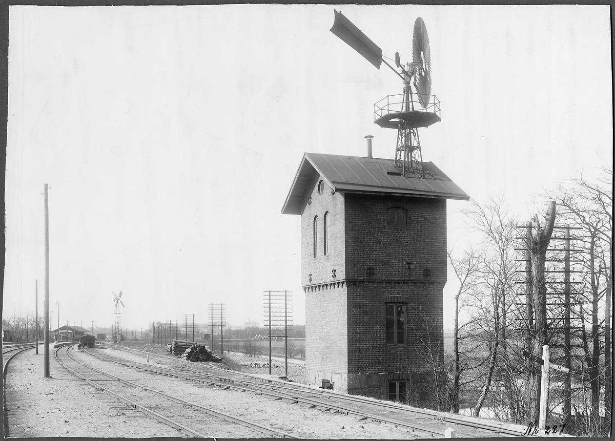 Pumphus med vindmotor.