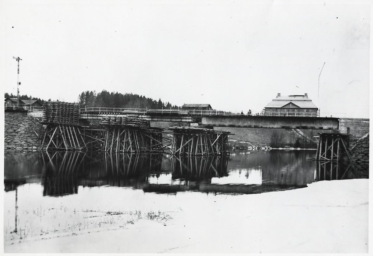 Byte av bro över Böleströmmen, östra infarten till Näsviken.