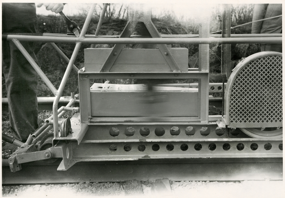 Slipersågningsmaskin.