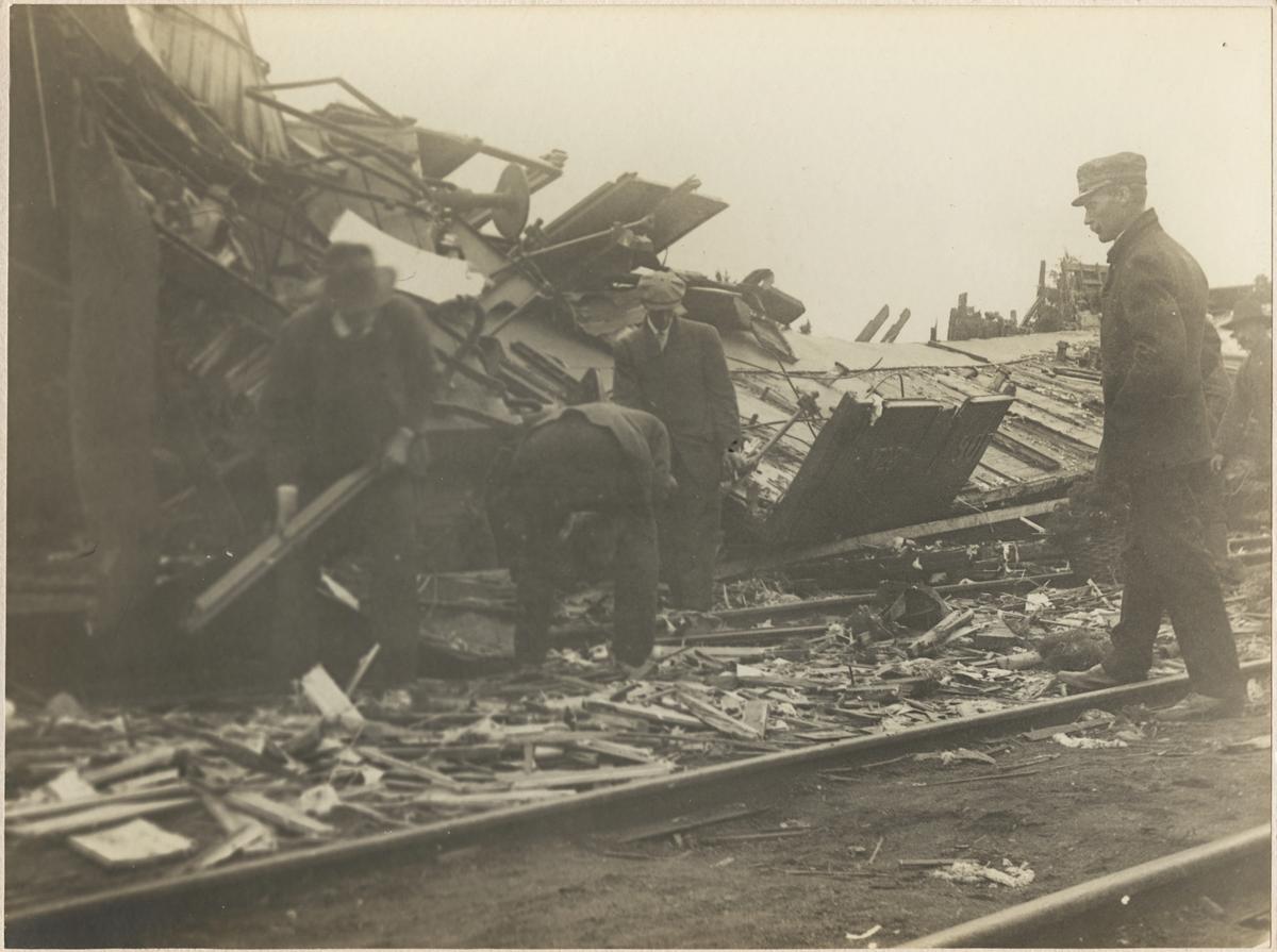 Statens Järnvägar, SJ Ao4 2002 och SJ Ao1 1723 var två av de inblandade fordonen i Malmslättsolyckan där två ånglok med vagnsuppsättningar kolliderade på stationen.
