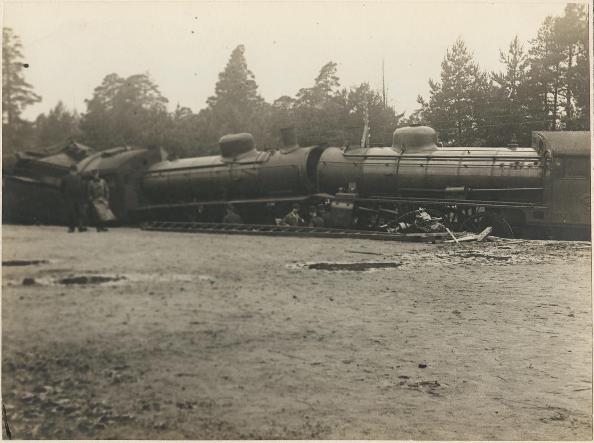 Statens Järnvägar, SJ B1035 och SJ A 1016 har kolliderat på stationen i Malmslätt.