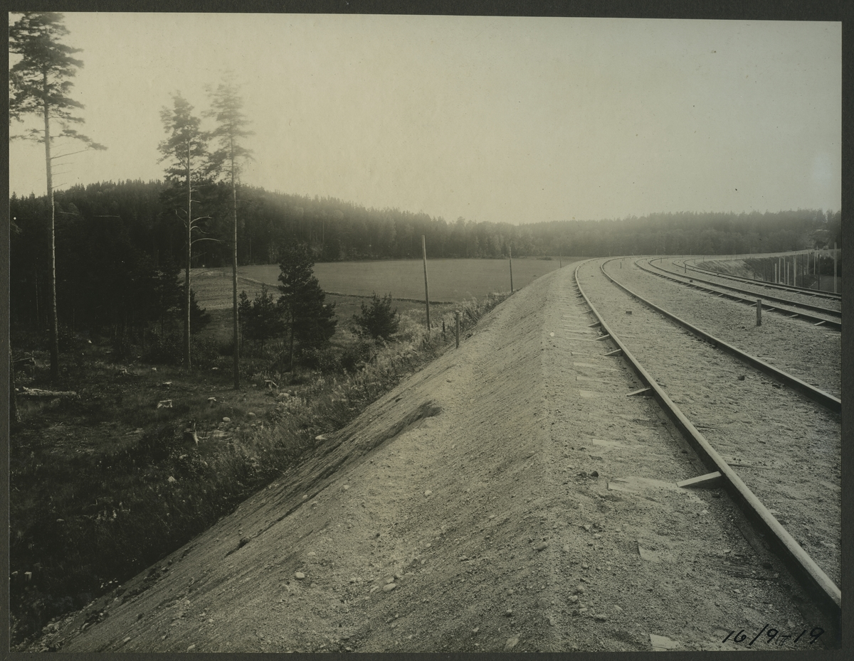 Anläggandet av dubbelspåret mellan Rönninge och Ström.