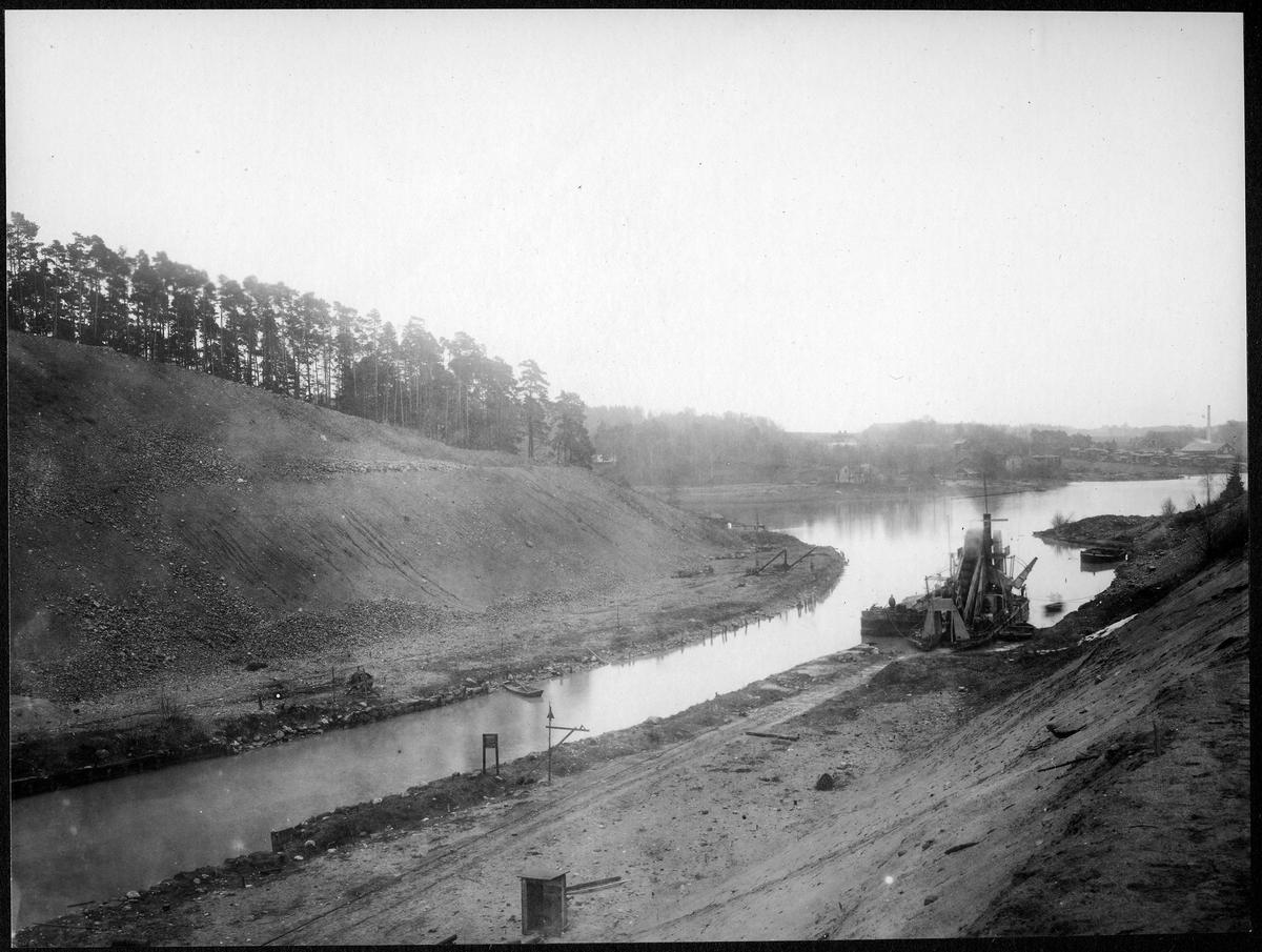 Brobygget för dubbelspåret över kanalen mellan Rönninge - Ström.
