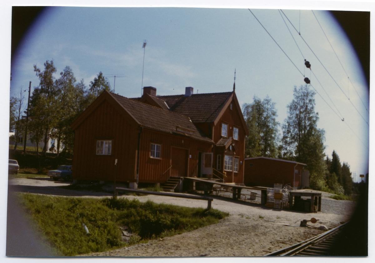 Stationshus och godsmagasin