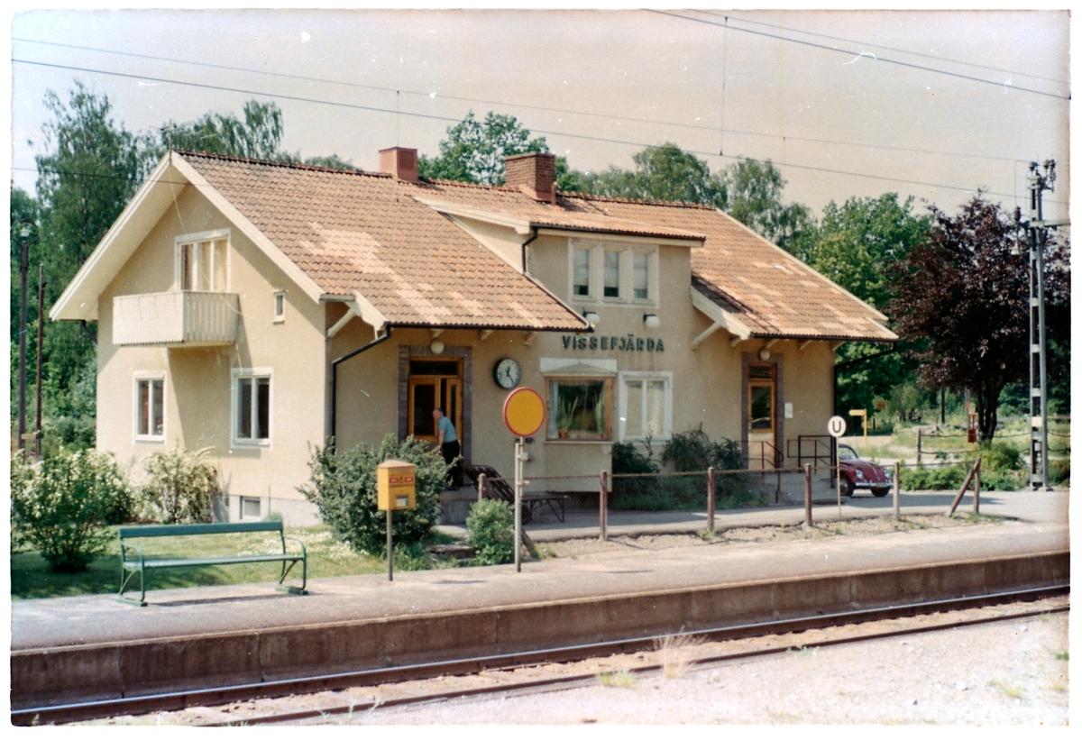 Station anlagd 1874. Envånings stationshus i trä.