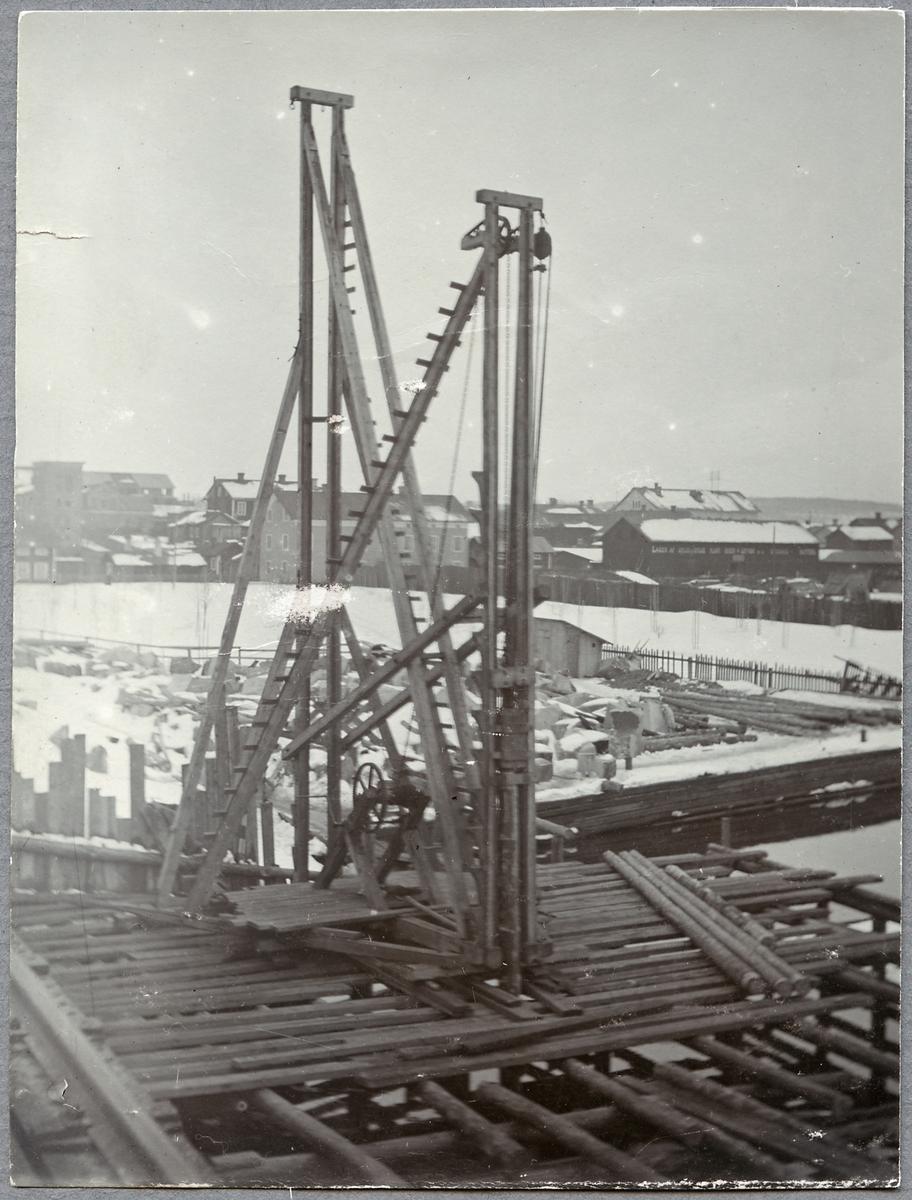Pålning av bro.