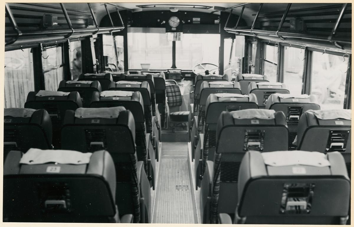 Interiör i buss.