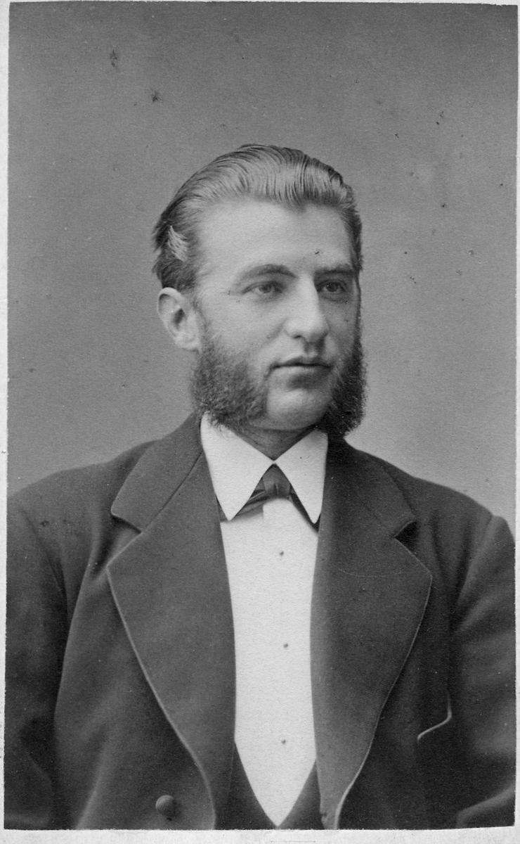 Stationsinspektör Herman Henning Anton Tönnes Graveleij.
