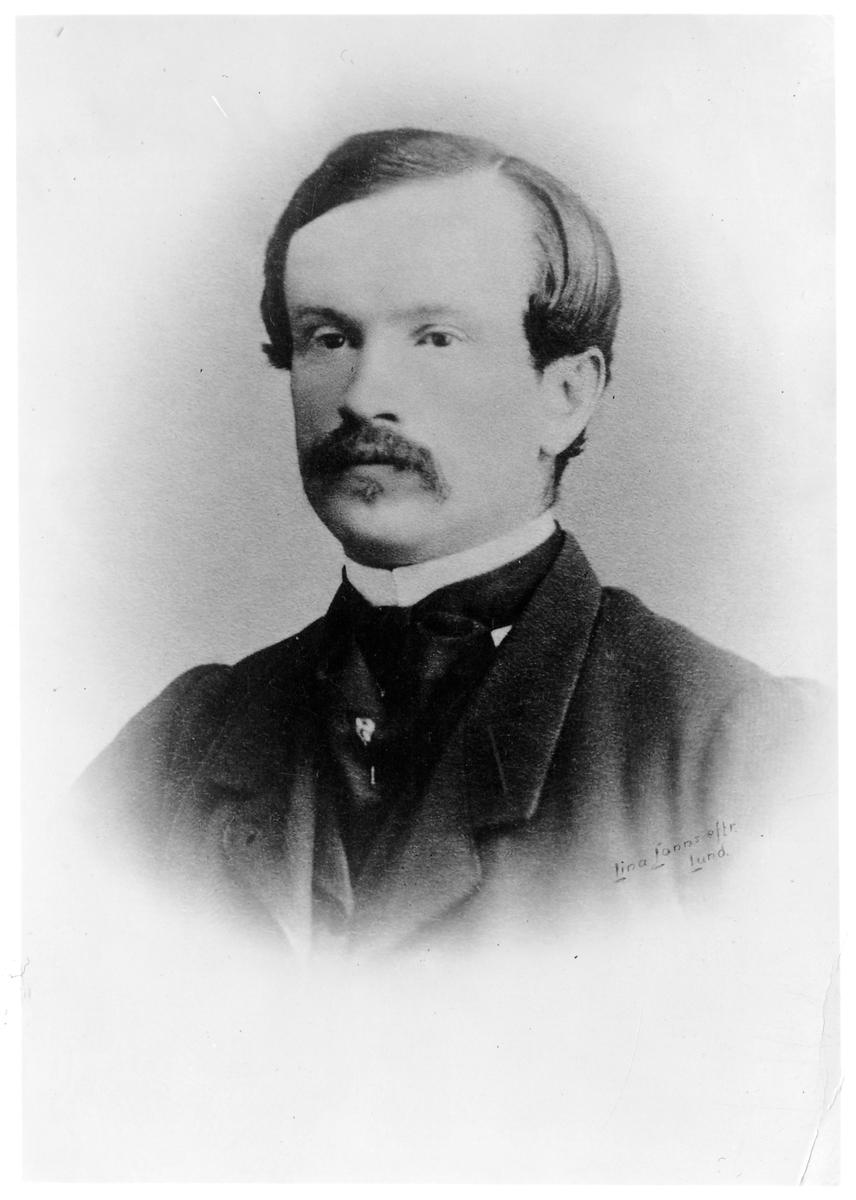 Stationsinspektor E. V. Gyllenskepp.