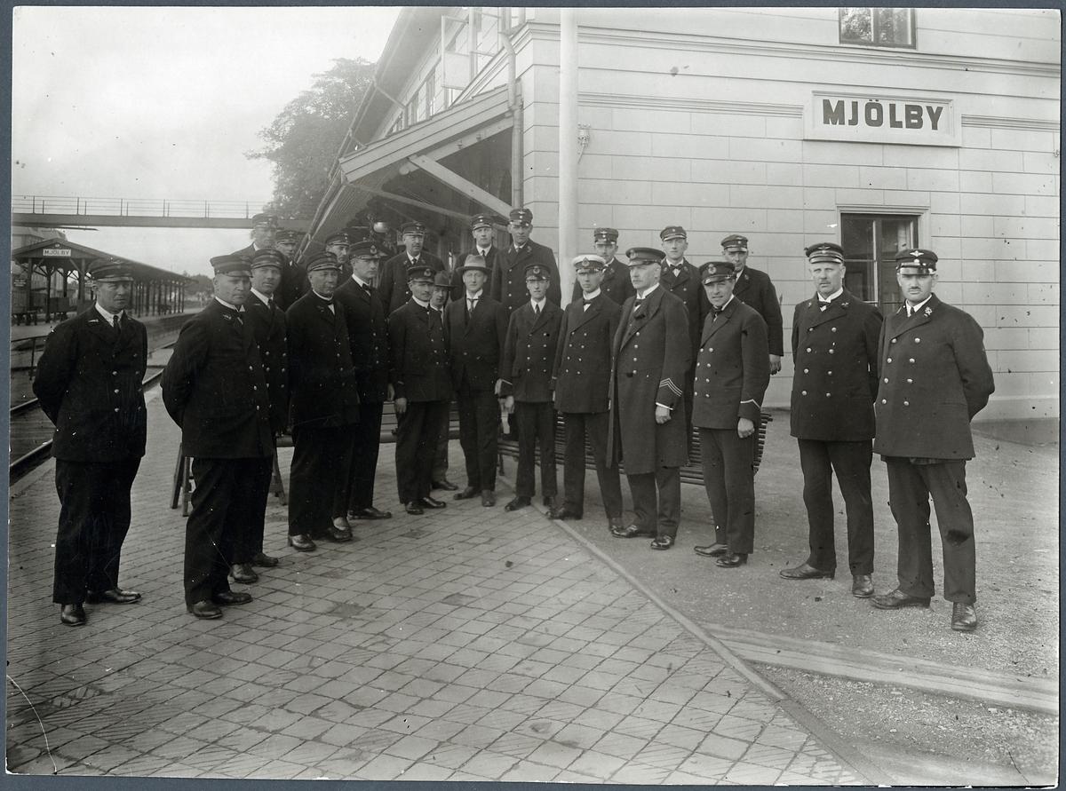 Statens järnvägar, SJ. Personal vid Mjölby stationshus.