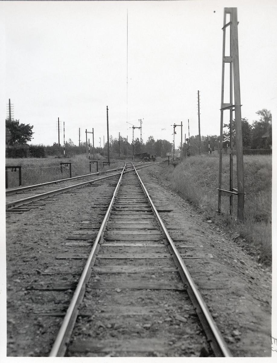 Järnvägsövergång utanför Fågelsta station.