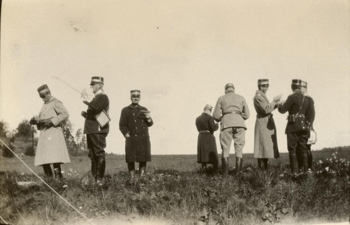 Högre officerare under fälttjänstövning.