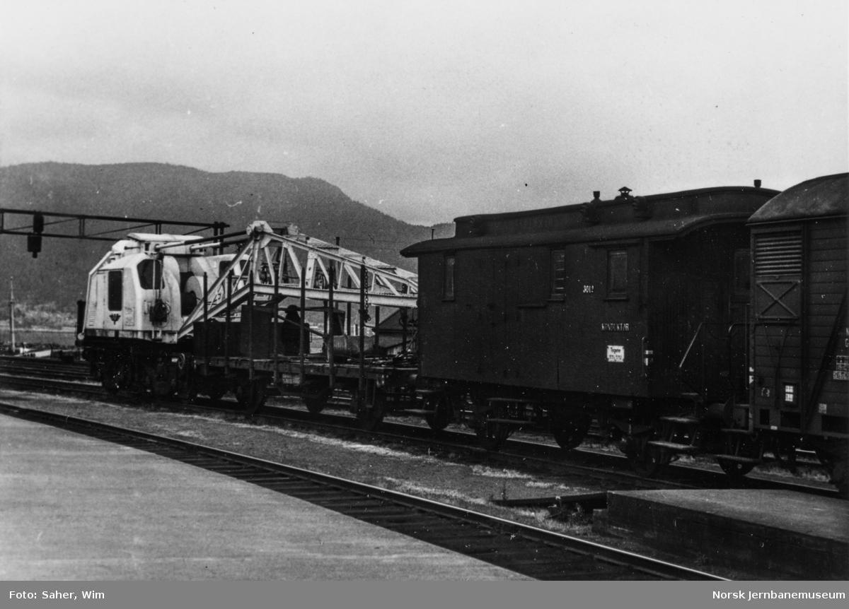 NSBs kranvogn, bygget av Gottwald, litra Rk nr. 1301 på Trondheim stasjon.