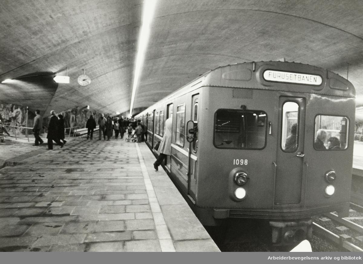 Ellingsrudåsen stasjon, fra åpningen. 8. november 1981