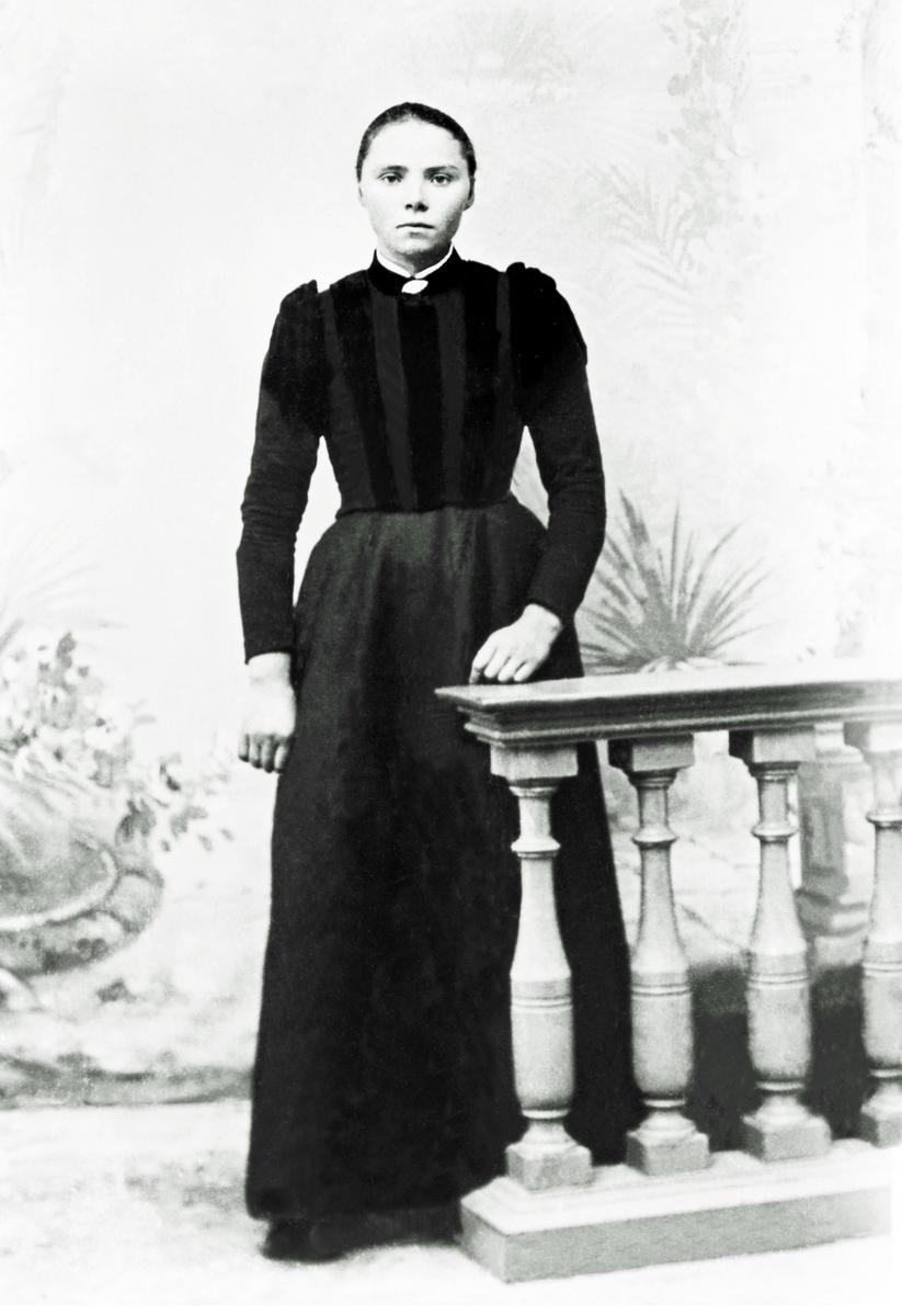 Portrett av Marie Hermansen, f.1877 i Steinfjord, i 1902. Marie ble gift med Sigurd Heitmann på Skaland.