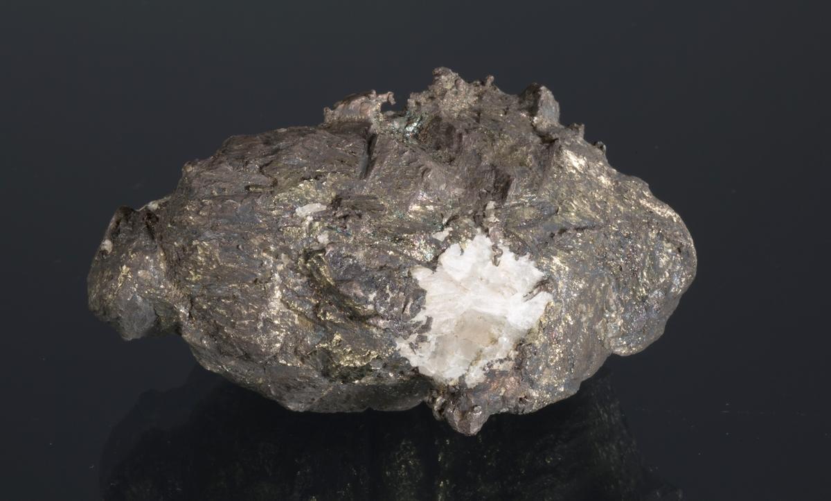 Nodul med pyritt på massivt sølv Etikett: 114 Vekt: 450,51 g Størrelse: 7 x 5 x 4 cm