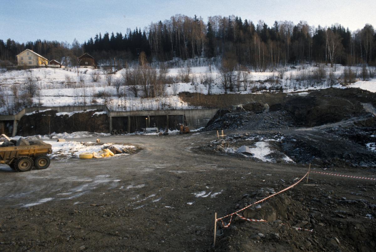 Lillehammer. Hovedkloakkrenseanlegget, R2, under anlegg ved Mjøsa. Søndre del. Utsyn mot øst.