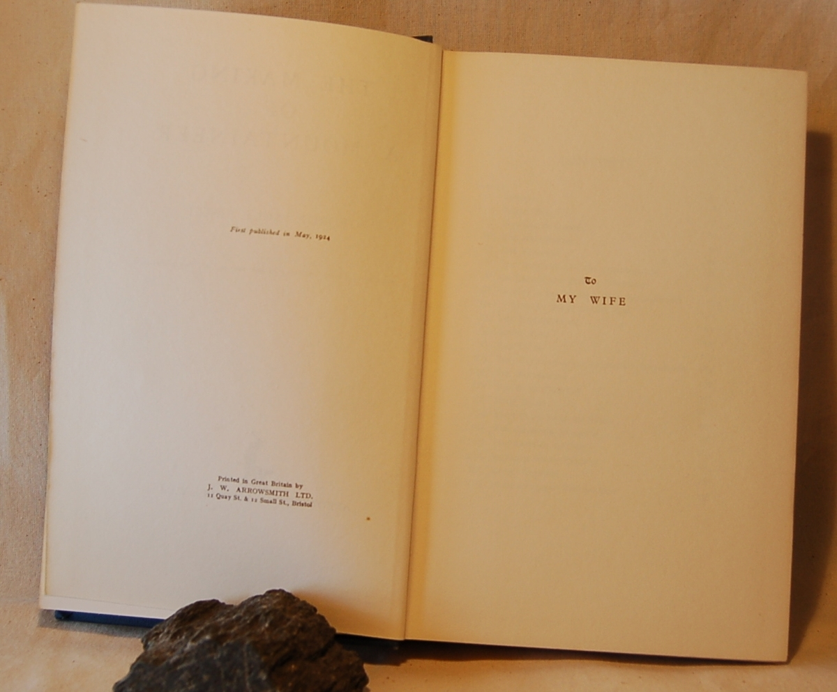Filosofen Peter Wessel Zapffe og hans kone Berit testamenterte sin eiendom på Båstad i Asker til Universitetet i Oslo. Da det ble besluttet å selge eiendommen i 2009 ble deler av P.W. Zapffes arbeidsrom og andre eiendeler overlatt til Asker Museum. Denne samlingen inngår nå som en permanent utstilling på museet. Notater.