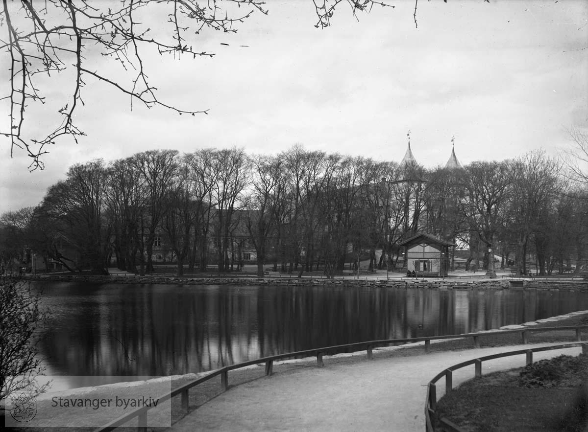 Byparken med Breiavannet, Kongsgård og Domkirken .Breiavatnet.
