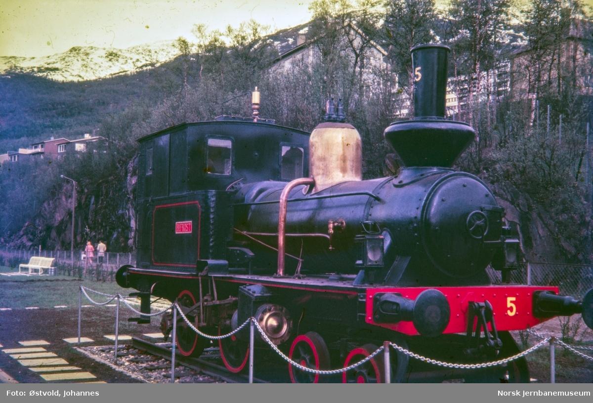 Damplokomotivet Bifrost utstilt på Narvik stasjon.