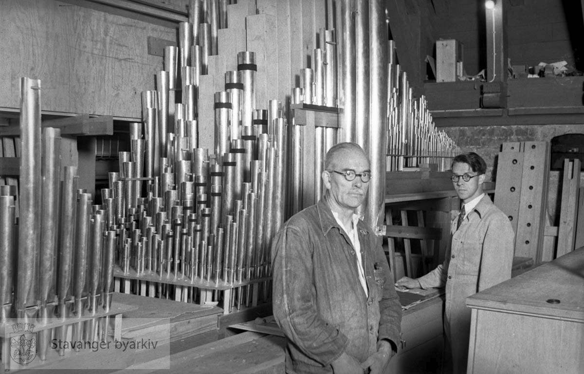 To menn med Domkirkens orgel