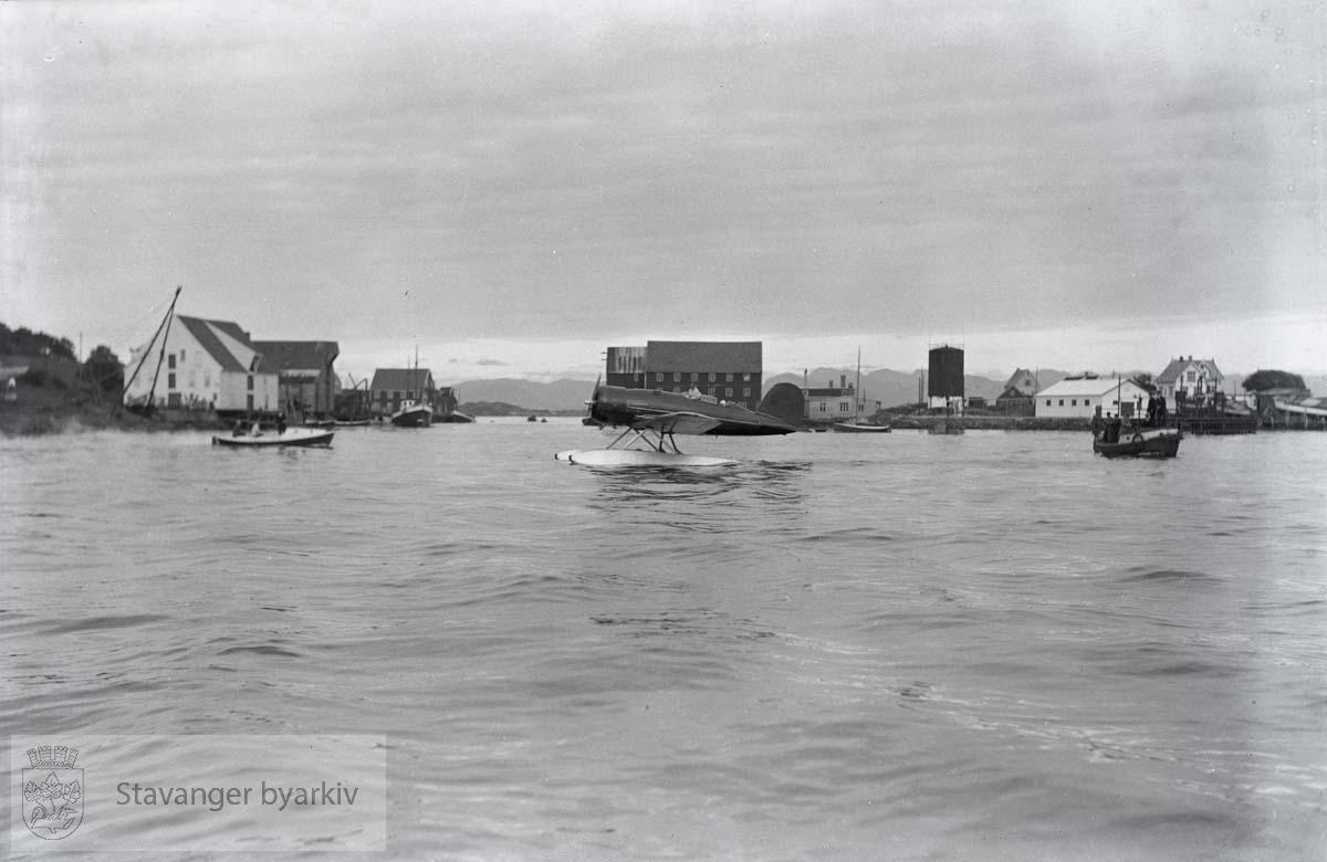 Oberst Charles Augustus Lindbergh..Sjøfly