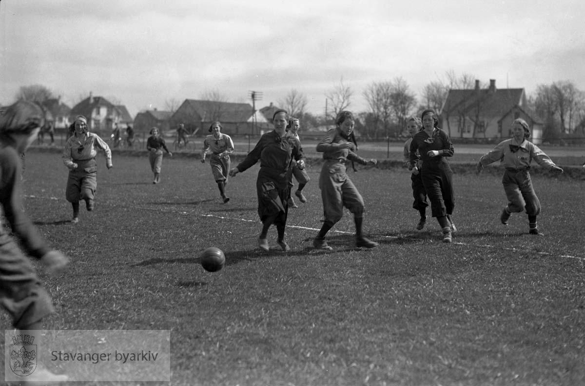 1. mai. Idrettsarrangement på Stavanger Stadion. Fotball, jenter