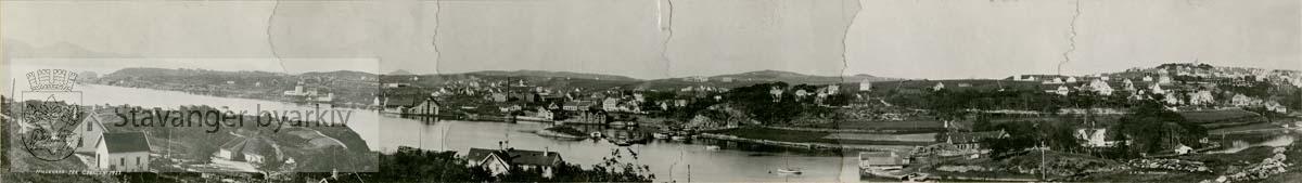 Hillevåg og Hillevågsvatnet sett fra Godalen / Paradis..Våland med Vålandstårnet til høyre