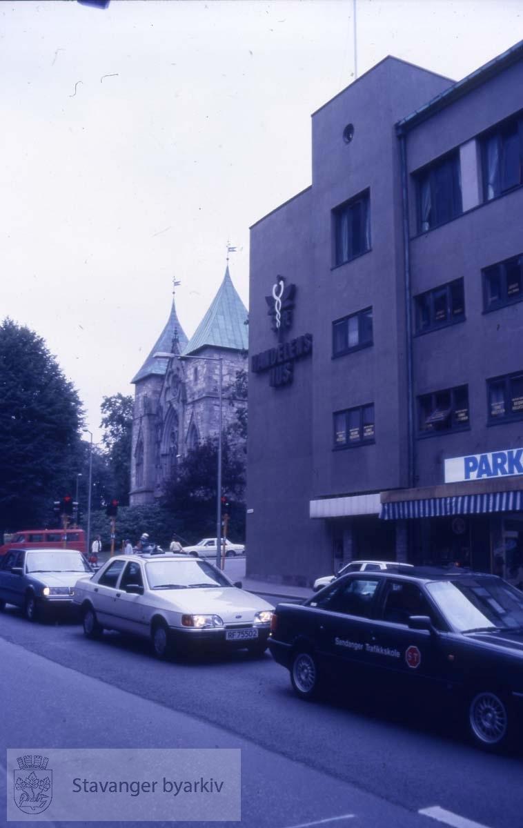 Handelens hus sett fra Klubbgata.Domkirken i bakgrunnen