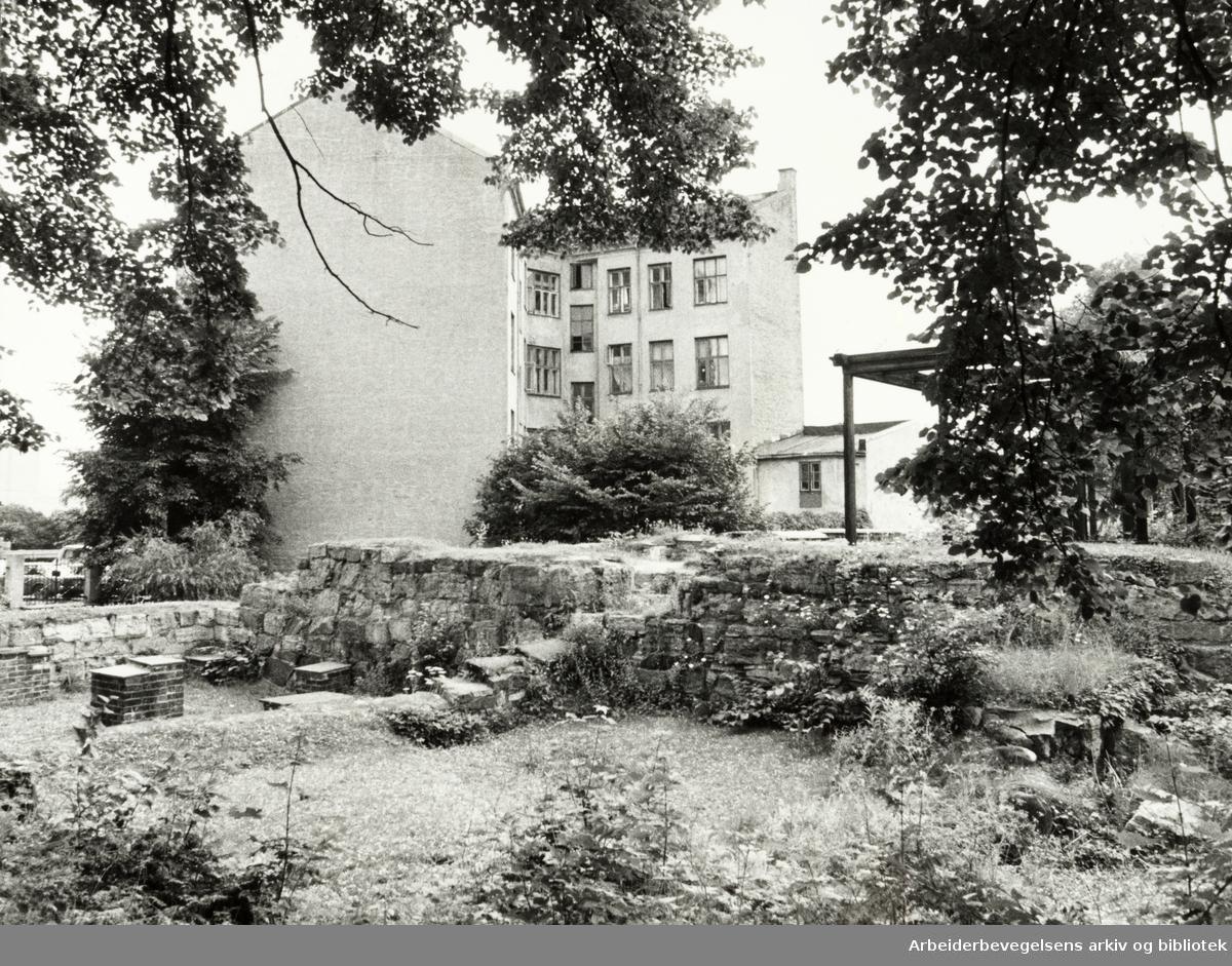 Gamlebyen. St. Hallvards plass. Juli 1981