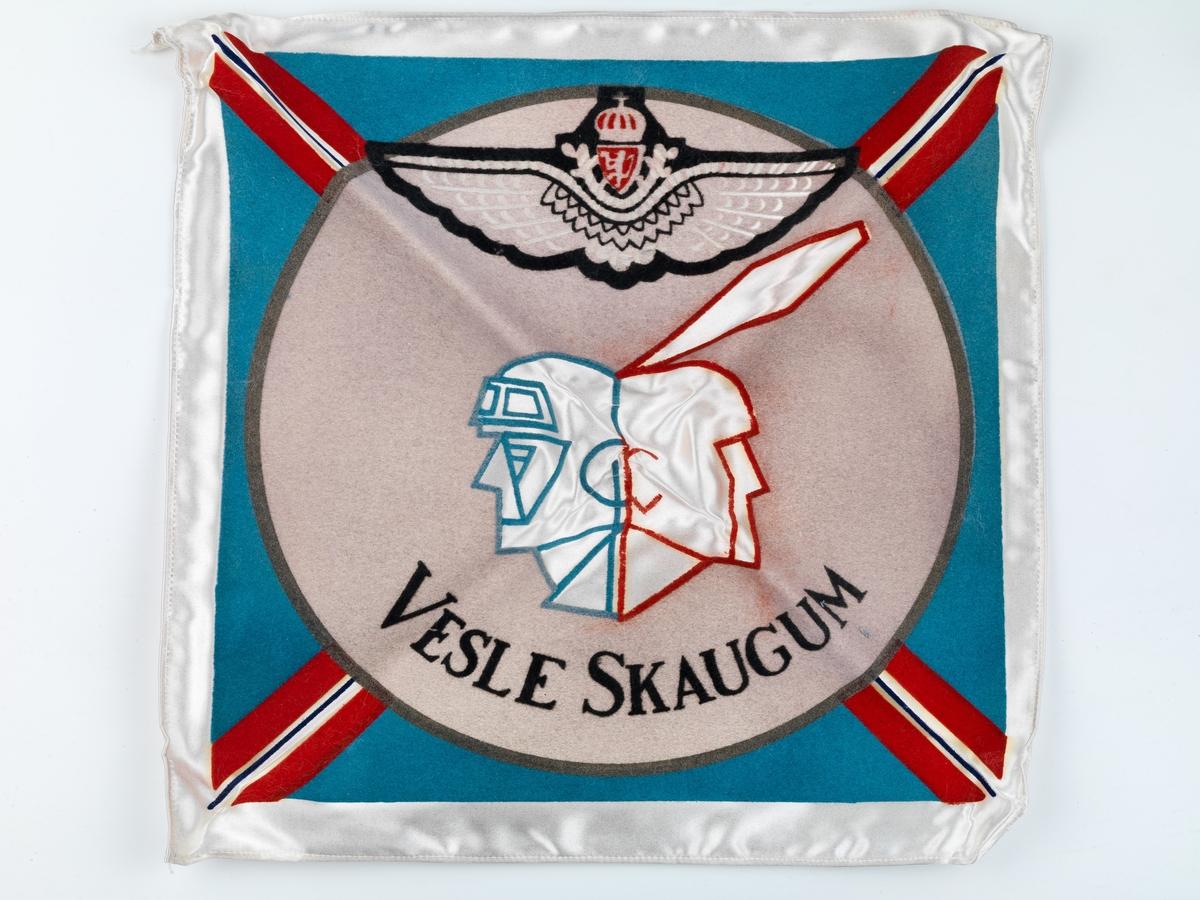Flagg med tekst og illustrasjon.