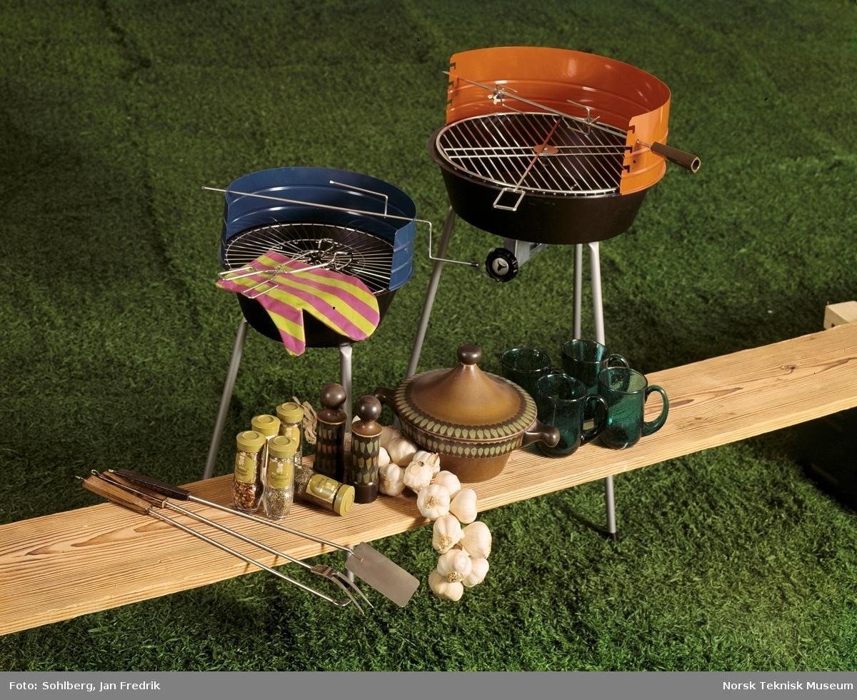 Utstyr og møbler for alle som skal nyte livet, det være seg i hagen, på hytta eller på campingplassen. Grillmat hører til på en solfylt sommerdag.
