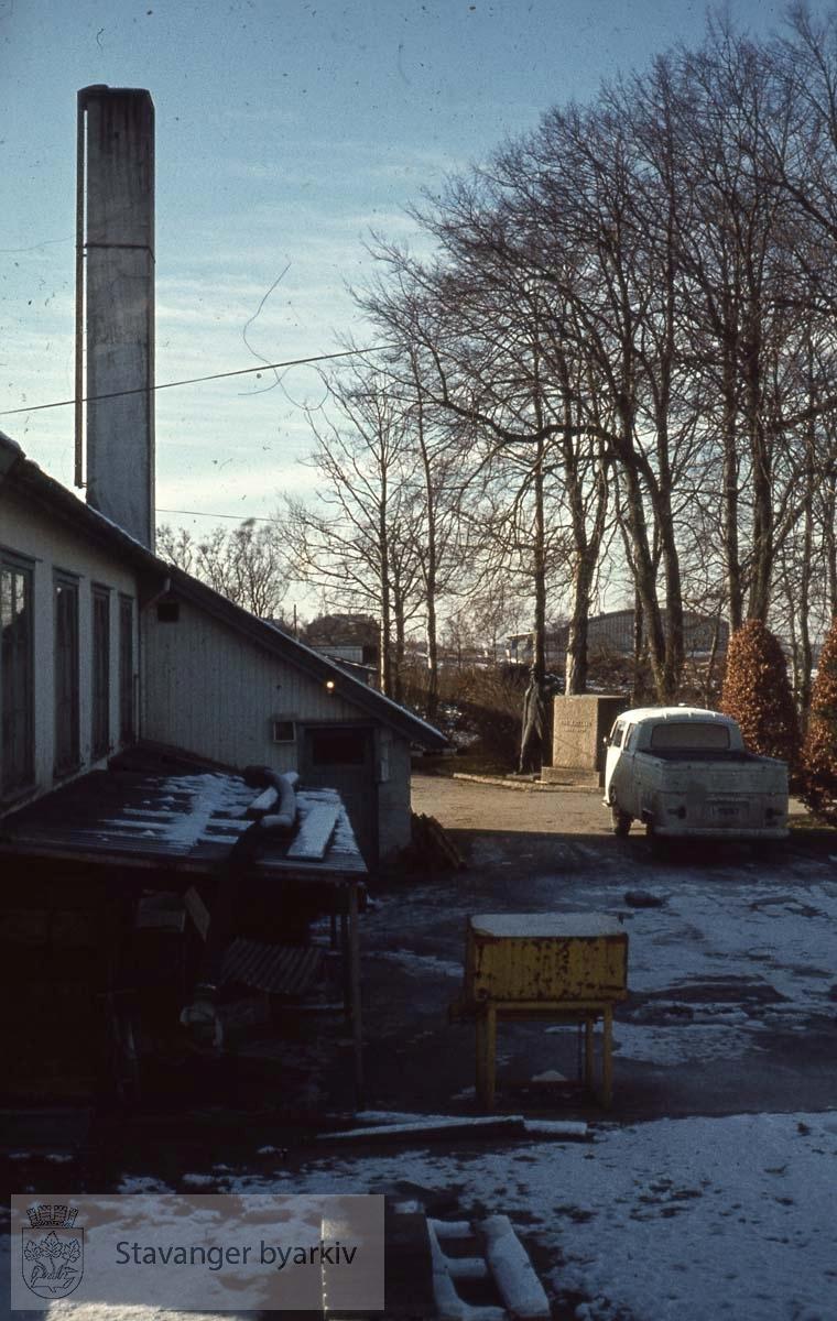 Parkvesenets lager, Bernard Hanson, Mostun