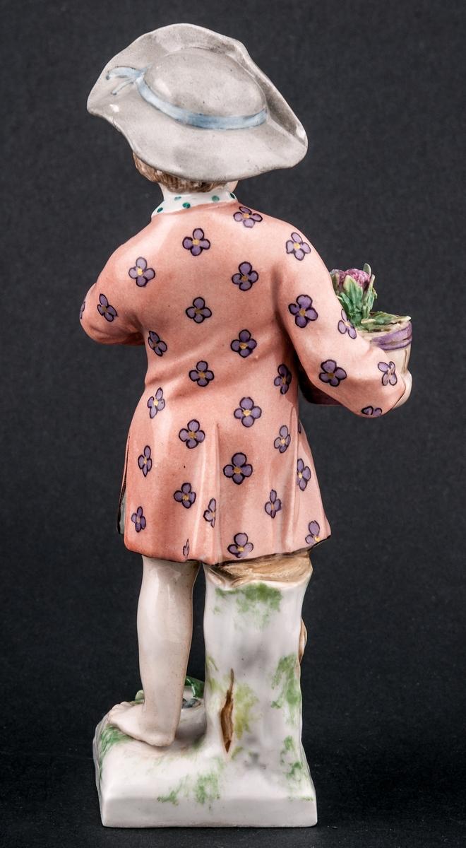 Figuriner, 2 st. gosse med blomkruka, flicka med äggkorg. Berlin.