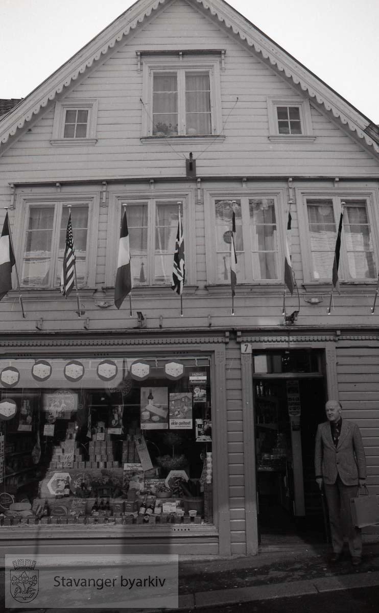"""Bilder tatt til bruk ved fargesetting.Johnsen ostebutikk.""""Oste-Johnsen"""""""