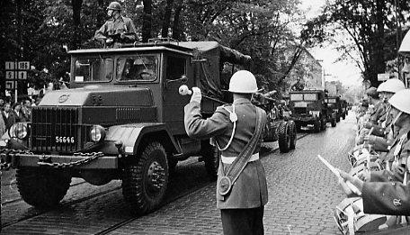 Regementets Dag, A 6. Bilkortege, Rådhusparken.