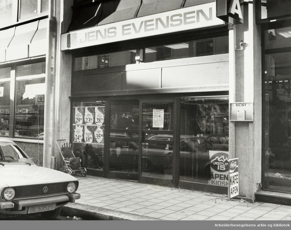 Grünerløkka. Jens Evensen-kjeden har åpnet forretning i Markveien 35. Oktober 1980