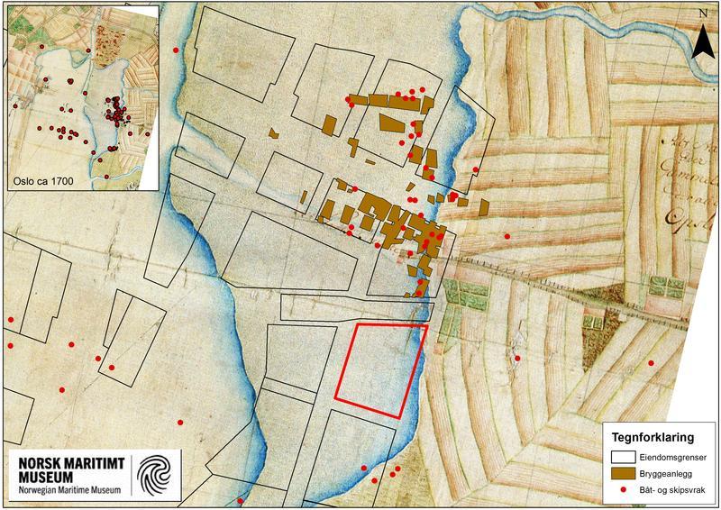 Kartet viser tidligere arkeologiske funn i området. Kartet er fra tidlig 1700-tallet og viser at området har ligget under vann i tidligere tider. Den røde avgrensningen er tomta B8a