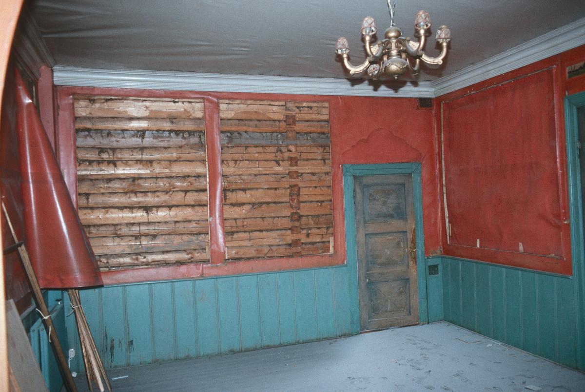 Lillehammer.  Lundegården.  Restaurering påbegynt.  Interiør i 2. etg., sørsiden av huset.