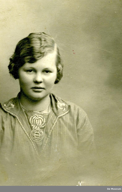 Portrett av Marie E. Valen, Lunde.