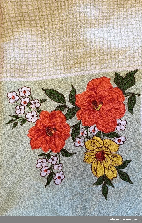 Blomster med bladverk, rutemønster