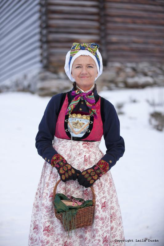 Rekonstruert kvinnebunad frå Indre Sogn. Foto Laila Durán (Foto/Photo)