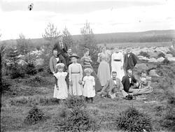 Familj i skogen, Riddarhyttan.