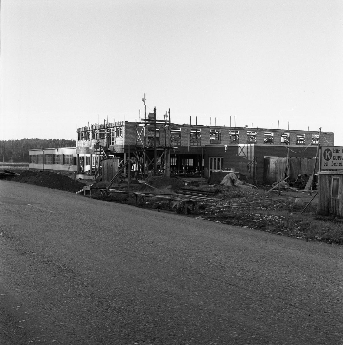 Arboga Bil AB bygger en verkstad.