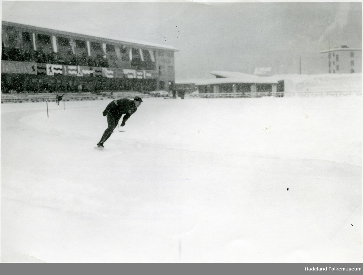 Skøyteløper på stadion i Davos.