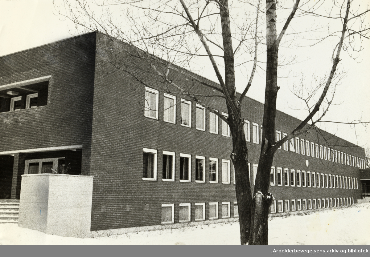 Huseby Blindeskole. Nytt bygg for ungdomstrinnet for blinde. Januar 1972